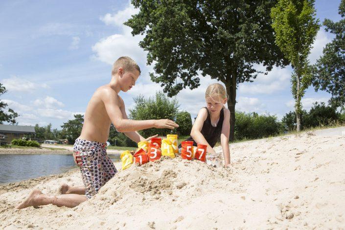 Tienercamping met privé sanitair tijdens strandvakantie